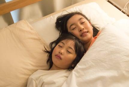お休みの日、予定がないときは子どもを何時まで寝かせている?ママたちの回答とは