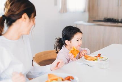 「家のご飯はまずい」お菓子やインスタント食品ばかり食べたがる5歳。子どもの偏食にどう対応する?