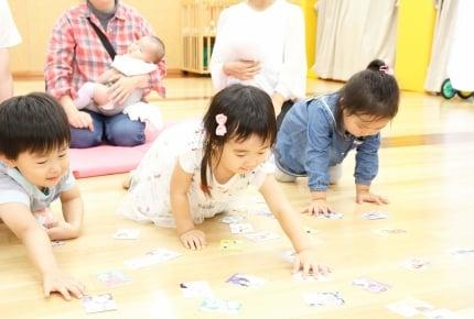 「産後カルタ」はママよりも子どもたちが夢中!?児童館でイベント開催しました