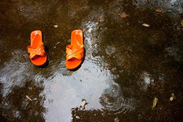 flip-flop in rain
