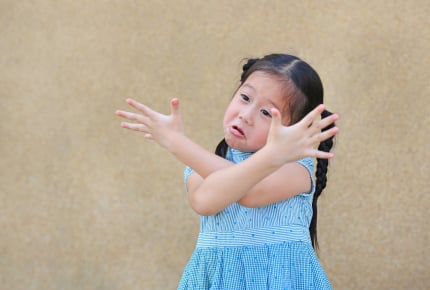 ママ友の子どもの素行が悪い……。ママ友に伝える?傍観する?