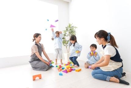 支援センターで我が子が他の子どもに叩かれたら……ママたちはどんな対応をする?