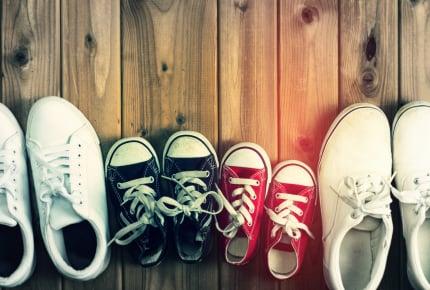 ママ友がいつも同じスニーカーを履いている……という投稿者に「こんな理由がある!」の声殺到