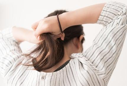 """髪の毛を""""可愛いビジュー""""ではなく""""黒ゴム""""で結ぶのはなぜ!?投稿者の疑問にママたちが回答"""