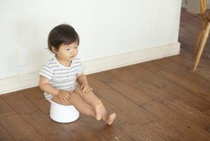 トイレトレーニングが進まずに焦るママ。トイレでの最初の一回が出ない……ママたちのアドバイスは?