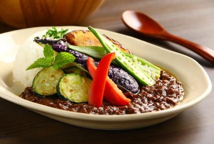 食欲をそそる夏野菜カレー。味と手間、どっちをとる?