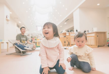 児童館で大きなブロックおもちゃを独り占め……そんな親子への上手な対応は?