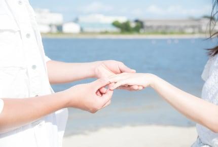 結婚後に婚約指輪をつけていたら友達に笑われた……婚約指輪は冠婚葬祭だけ?