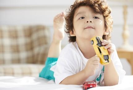 子どもにおもちゃを買い与える頻度はどのくらい?帰省の度に祖父母からもらうのはよくない?