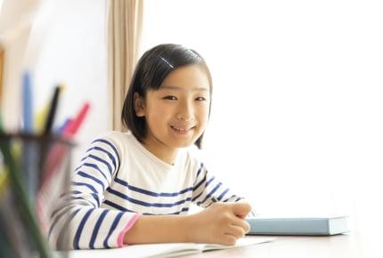 来春は小学1年生!勉強机は準備すべき?それともリビング学習?