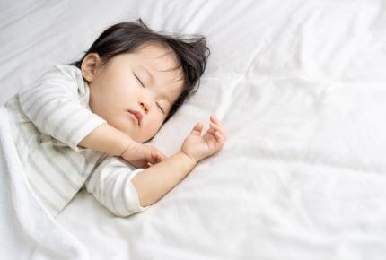 夜のおむつを外すタイミングはいつ?おねしょや冷えを気にするママたちのトレーニング方法