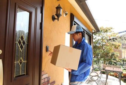 宅配便の人が玄関チャイムを鳴らした後に玄関のドアをたたく……やめてほしいときは?