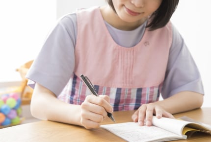 幼稚園への連絡にメモを使うのはなぜ?園との連絡法に疑問を持つママができる解決法とは