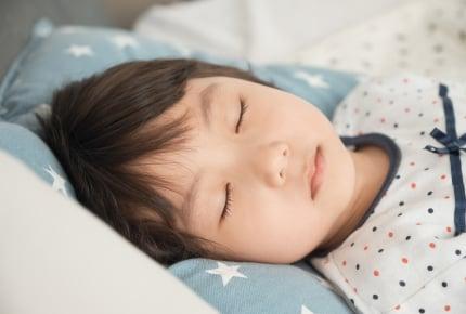 子どもの寝冷えが心配!パジャマの他に着せた方がいい?一方で暑すぎるという指摘も