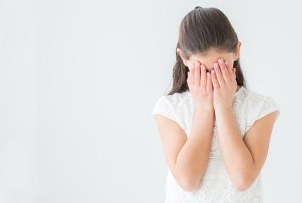 「髪型が変」「洋服がおかしい」と言われすぐに落ち込む小1の娘。この先が心配なとき子どもにどう接すればいい?