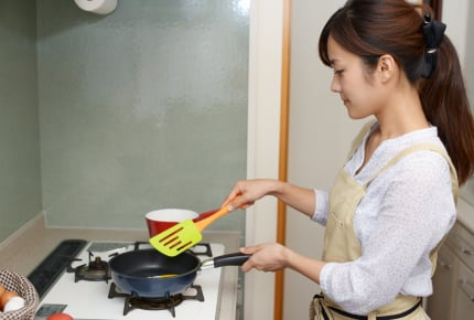 夕飯作りでキッチンに立つ時間は結構短い?ワーママたちの時短アイディア