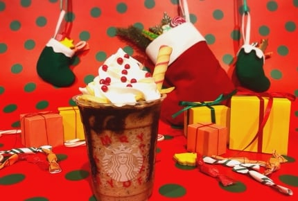 スターバックスホリデーシーズン第3弾はクッキーがストローになった「サンタブーツ チョコレート フラペチーノ®」