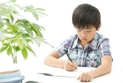 学校のテストでなかなか100点が取れない小3の息子……。子どもの学力レベルに不安を感じるママができることは?