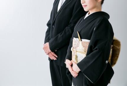 結婚式に実母が着たのは黒留袖の和装。しかし義母が着用したのは洋装で……。婚礼の服装に関するマナーについて考える