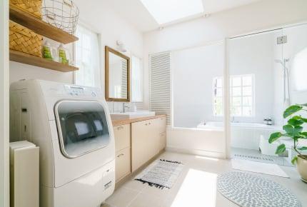 浴室乾燥機と洗濯機の乾燥機能、どちらが便利?先輩ママたちの答えは……