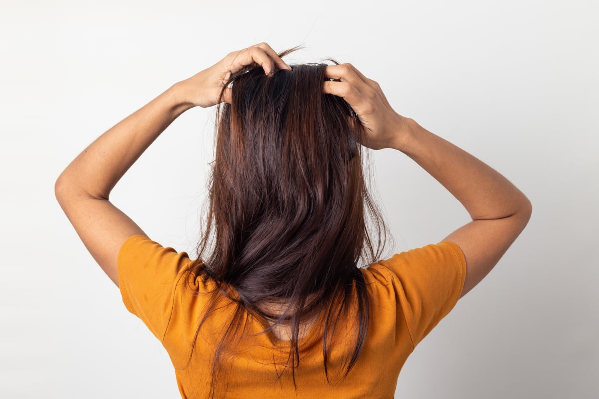 Women itching scalp itchy his hair and was massaging her hair on