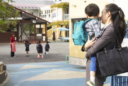 保育士さんに「抱っこは甘やかせすぎ」と言われた!スキンシップも子どもの自立も大事だけど……と悩むママたち