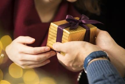 旦那さんからもらうなら「プレゼント」か「現金」のどちらが嬉しい?プレゼントより現金が嬉しいママたちも