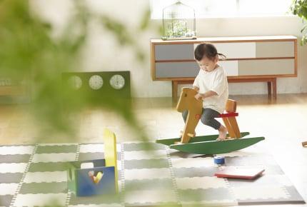 家の中で子どもとどうやって遊んでいる?カードゲームや兄弟で遊ぶなど、ママたちからのアドバイスとは