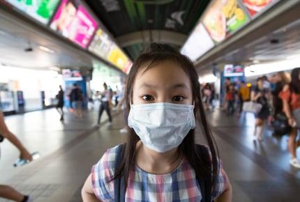 新型コロナウイルスが心配……保育園や学童保育は一斉休園していないけれど、通わせる?なるべく休ませる?