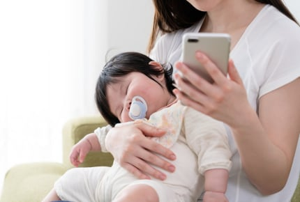 感染症が流行しているからと断っても、しつこく「赤ちゃんに会いたい」という同僚。連絡を無視するのは大人気ないですか?