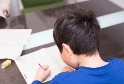 硬筆の先生に右手で書いてと言われた年中の我が子。硬筆やお習字は左利きではダメなの?