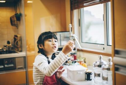 親の留守中、小学生に包丁や電気調理鍋で料理をさせても大丈夫ですか?