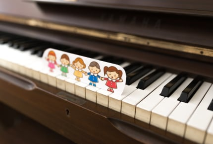 ピアノのグループレッスンで他の子の邪魔をしてしまう幼稚園児の我が子。先生にも嫌味を言われてしまった……。今後どうすればいい?