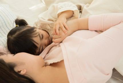 ママの耳を触りながら寝る子。どうしたら止めさせられますか?
