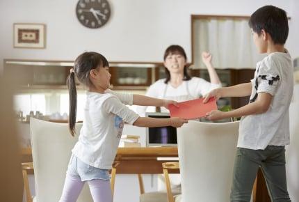 3人きょうだいの喧嘩が激しすぎて手に負えない。子どもたちの喧嘩を防ぐための方法はある?