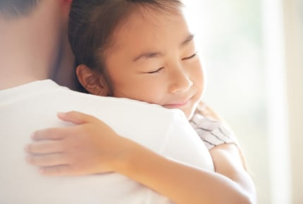 人にうまく甘えられない……親から「甘えさせてもらったことがない」と感じるママたち