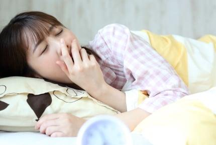 朝に起きるのが苦手なママ。子どもを遅刻させないために早く起きるには?