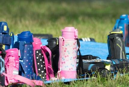 新1年生の水筒、幼稚園のときに使っていたキャラクターものはNG?そのまま使うか、新しく買い換えるべきか……悩むママたち