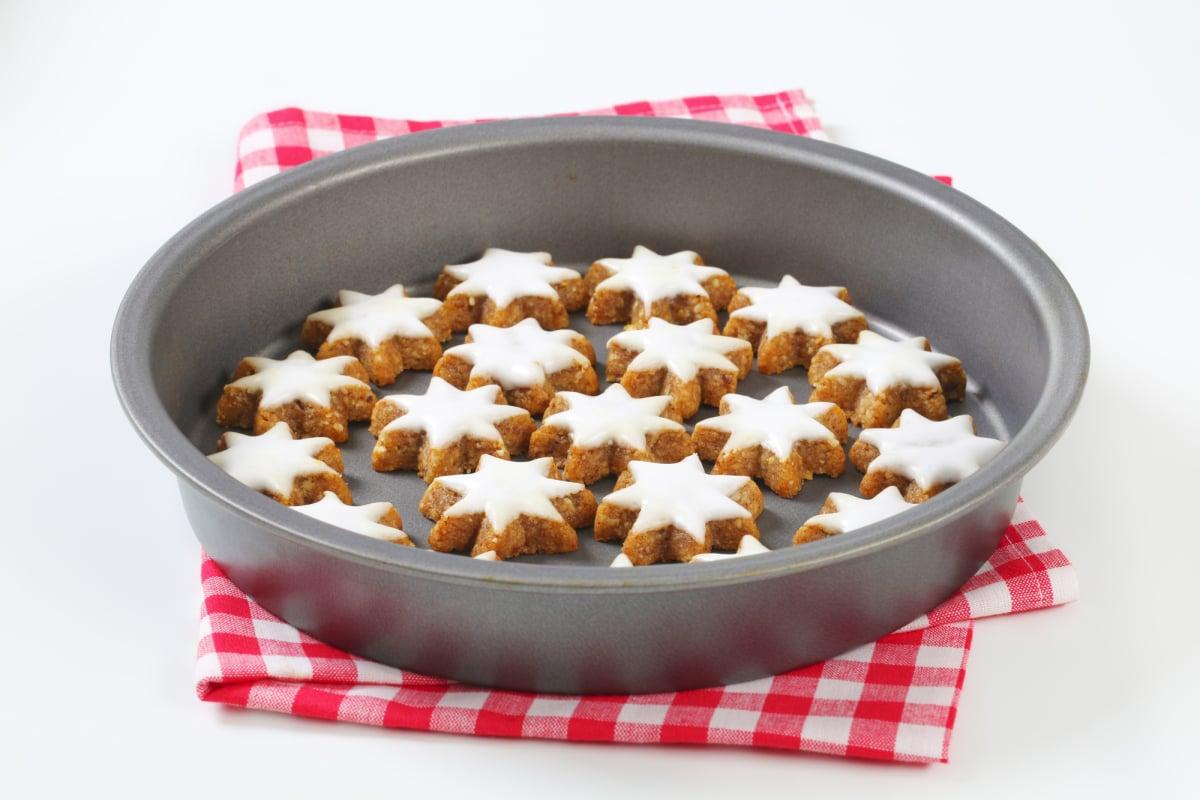 Cinnamon star cookies in cake pan