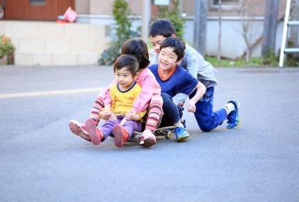 道路で子どもを遊ばせないで!交通事故や騒音などママたちからも不満が続出。子どもたちはどこで遊べばいいのか