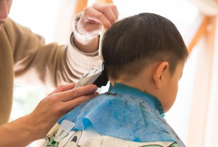 新型コロナウイルスの影響で外出自粛を続けているとき、子どもの散髪はどうしてる?ママたちの声とは