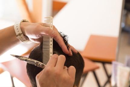 自宅で子どもの髪を切りたい!美容師さんに聞いた「自宅カット」のコツとは?