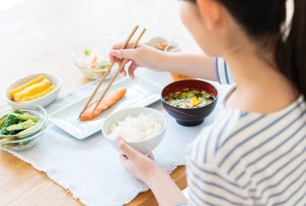 みんなは朝ごはんを食べている?朝にはお腹がすく、食べると体の調子が悪くなるなど、ママたちの朝食事情とは