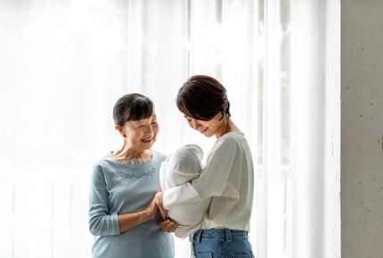 義母が赤ちゃんを奪い取るようにして抱っこする!みんなはどう思う?