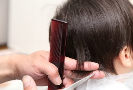 散髪をイヤがって泣きわめく子ども。恐怖心を取り除くためのアイデアはある?