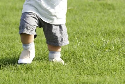 小さい子どもが履いている音の鳴るサンダルは迷惑?履かせるなら、時と場所を選ぼう!