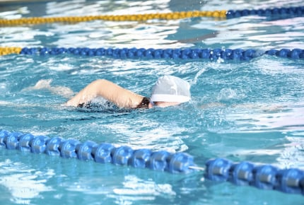 水泳の授業、「生理」なのに強制する学校にママさんから怒りの声!