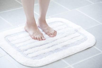 トイレマットやバスマットはどうやって洗っている?マットを使わないなど「なるほど」なアドバイスも