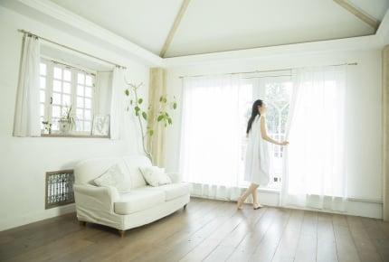 寝室のカーテンはどんなものを選んだらいいの……色や柄で睡眠の質が変わる!?