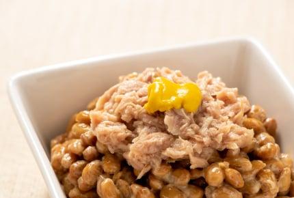 食卓に納豆を出す場合、小鉢などにうつす?それともパックのまま?それぞれの納豆事情がいま浮き彫りに……?!
